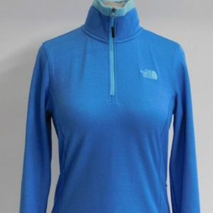 Womens the Northface 1/4 zip pullover.